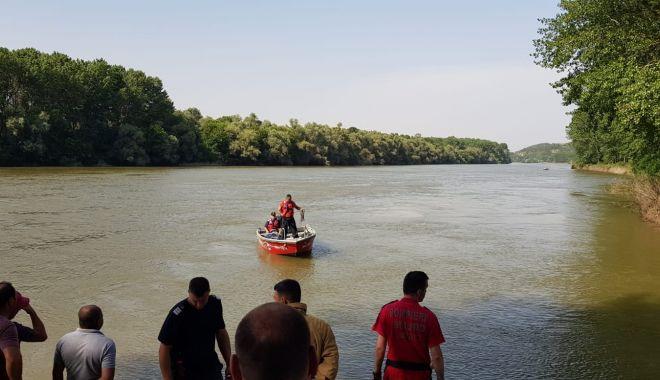 Foto: UPDATE / Bărbatul dispărut în apele Dunării a fost GĂSIT. Din păcate, nu s-a mai putut face nimic...