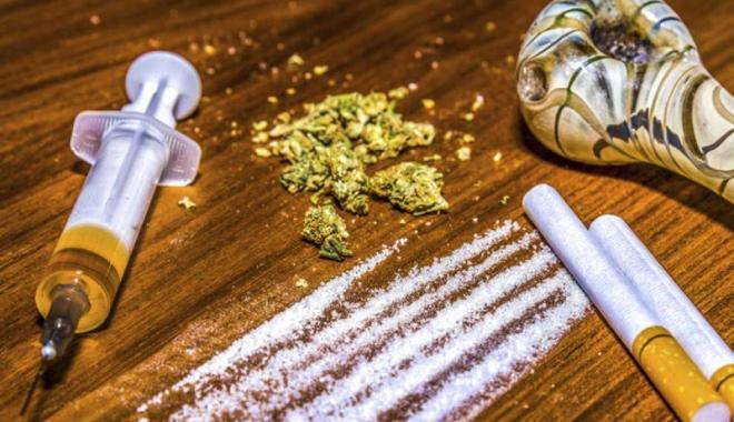 Foto: Distracţie cu droguri în Vama Veche, stricată de jandarmi