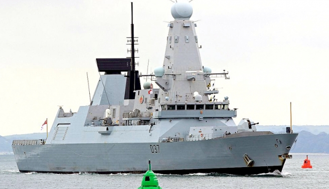 Foto: Un distrugător britanic şi o fregată din Turcia, în Portul Constanţa