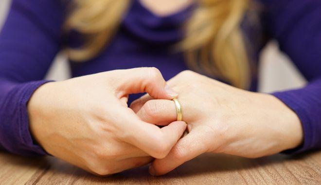 Foto: Concediu după divorț! Un parlamentar vrea să dea zile libere plătite românilor care se despart