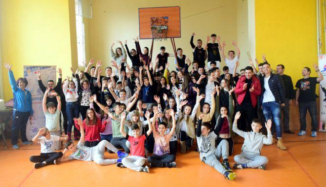 Foto: DJST Constanţa continuă să aducă marii campioni ai României în şcolile şi liceele din judeţ