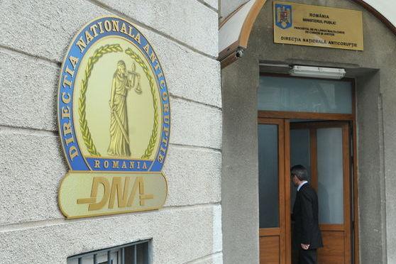 Foto: TRIMIS ÎN JUDECATĂ PENTRU LUARE DE MITĂ!