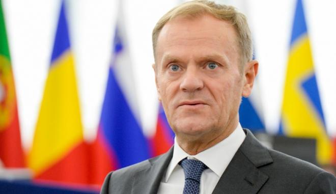 """Foto: """"Doar fondurile europene îi mai reţin pe conservatorii polonezi în UE"""""""