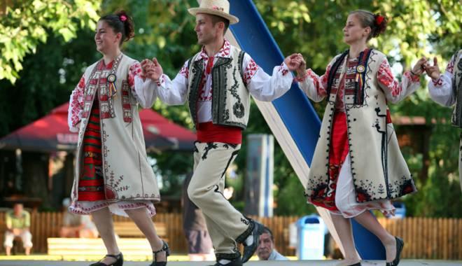 Foto: Frumoasele tradiţii folclorice, promovate în sudul litoralului