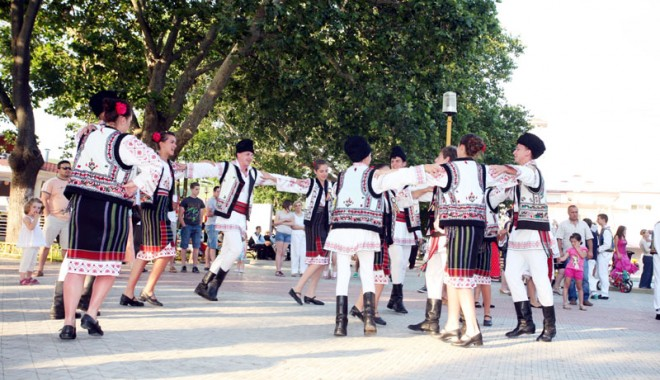 Festivalul Naţional  al Cântecului şi Dansului Popular Românesc 2011 - dobrogemandragradina87-1311517324.jpg