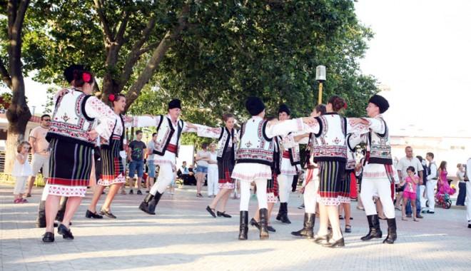 Festivalul Na�ional  al C�ntecului �i Dansului Popular Rom�nesc 2011 - dobrogemandragradina87-1311517324.jpg