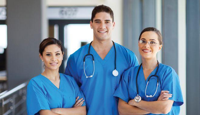 Începe Școala de Vară a Tinerilor Nefrologi - doctorsofmanytalents-1559721058.jpg