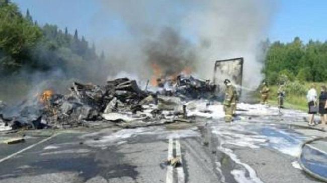 Foto: Galerie foto. CARNAGIU PE ŞOSEA! 11 MORŢI, într-un teribil accident rutier