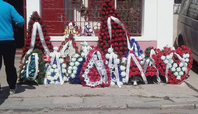Imagini sfâşietoare! Durere fără margini la înmormântarea lui Dumitru Antonescu - doi-1461842169.jpg