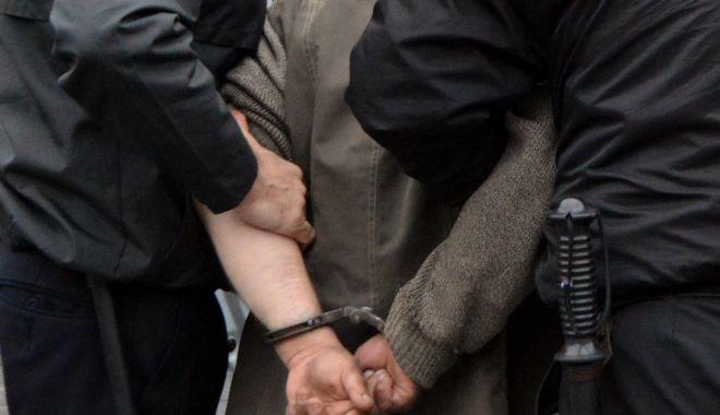 Doi bărbaţi din Constanţa, arestaţi pentru trafic de migranţi - doi-1623664376.jpg