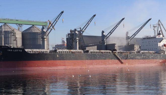 Doi cetăţeni clandestini, descoperiţi la bordul unei nave, în Portul Constanţa - doicetateni-1603267853.jpg