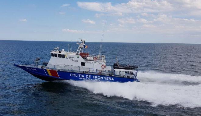 Foto: Doi marinari de pe pescadorul turc prins la braconat, arestaţi preventiv la Constanţa