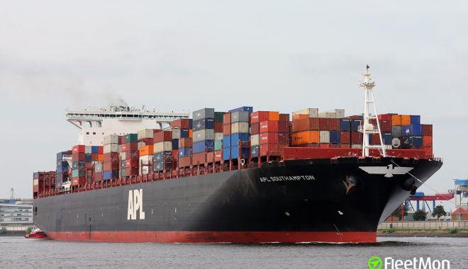 Doi navigatori au fost răniți în sala mașinilor de pe un portcontainer - doinavigatoriaufostraniti-1618132508.jpg