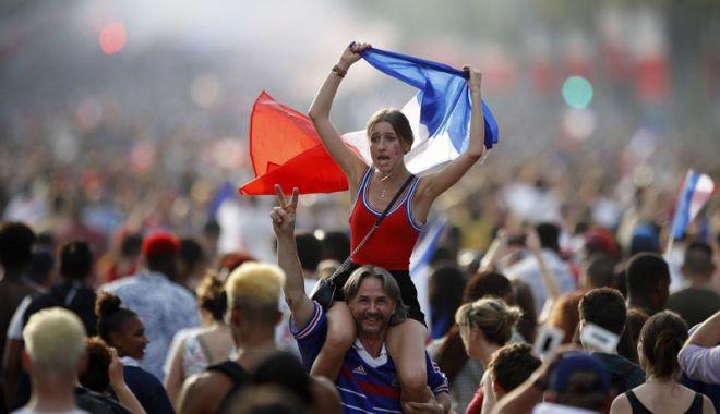 Foto: Suporteri ai Franţei, morți după victoria echipei naţionale la Cupa Mondială