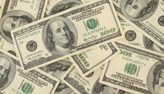 Foto: Dolarul american intră la apă!