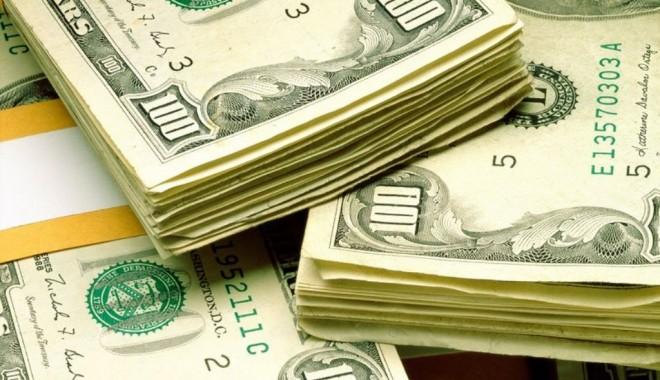 Foto: Dolarul american, tot peste 3,28 lei
