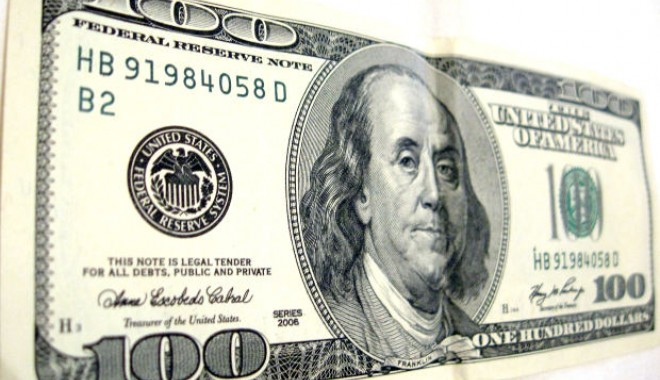 Foto: Dolarul american, sub 3,26 lei