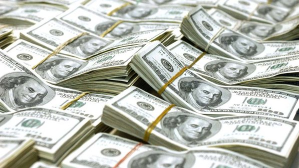 Foto: Dolarul american intră la apă