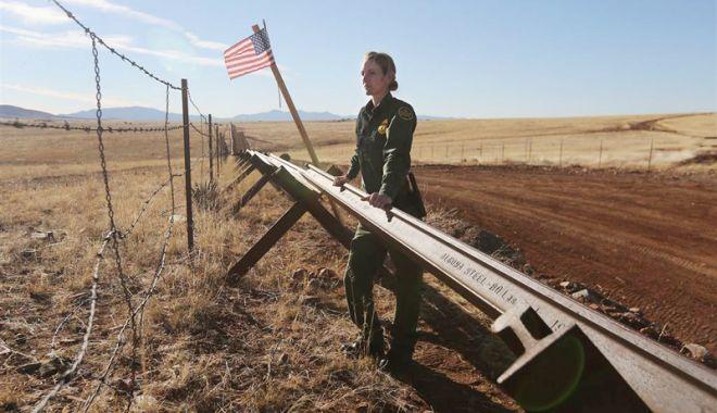 Foto: Donald Trump doreşte să trimită armata la graniţa cu Mexicul