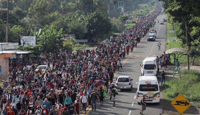 Foto: Donald Trump vrea să trimită  15.000 de soldaţi la frontiera cu Mexic