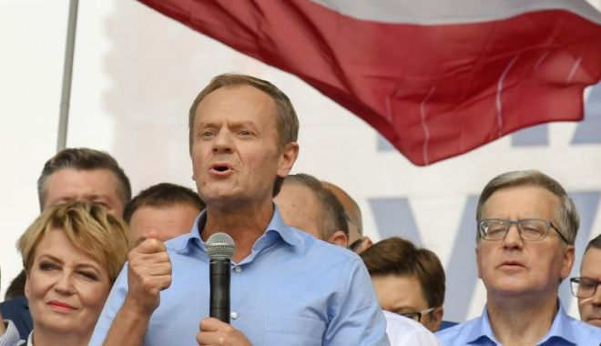Donald Tusk, în fruntea unui marş al opoziţiei poloneze pro-europene - donald-1558284920.jpg