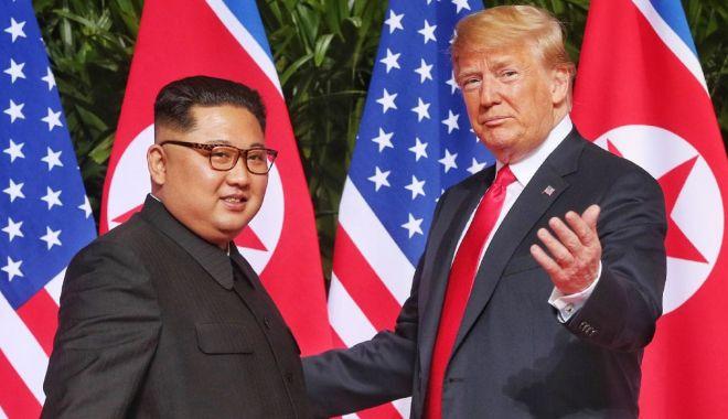 Foto: Donald Trump se întâlneşte cu Kim Jong Un. Ce mesaj are pentru China