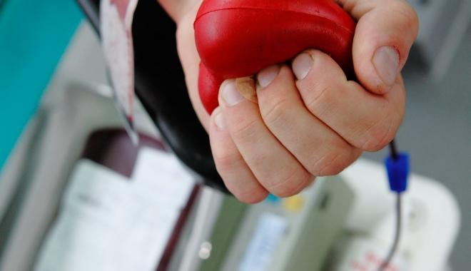 Foto: Se salvează vieţi! Acţiune de donare sânge!