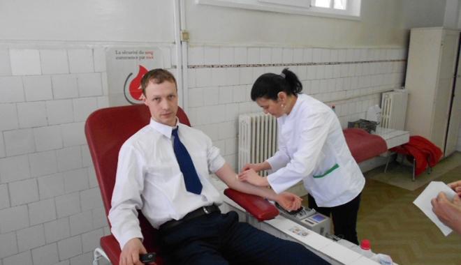 Foto: Campania care salvează mii de vieţi continuă. Donare de sânge la Negru Vodă