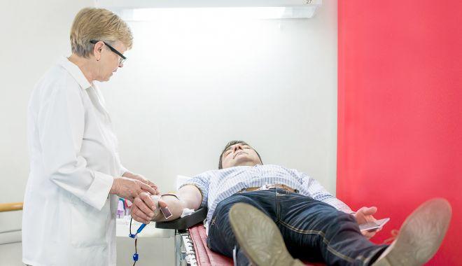 """Foto: """"Fii acolo pentru altcineva! Donează sânge! Salvează vieţi!"""""""