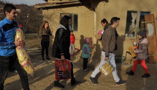 Foto: Campanie umanitară pentru câteva familii din Chirnogeni