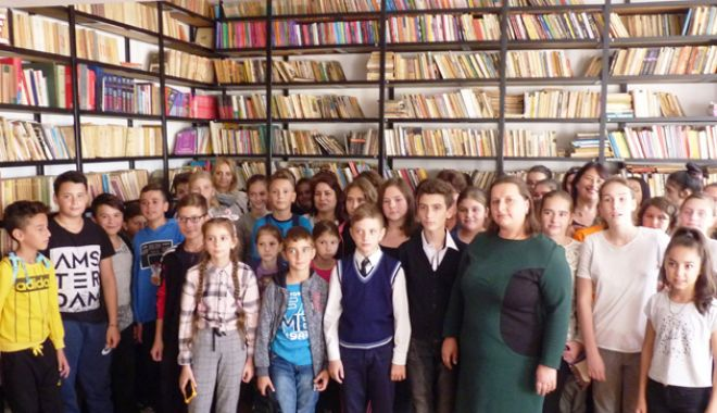 Foto: Se fac donaţii pentru utilarea bibliotecii Şcolii Gimnaziale Dorobanţu