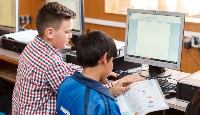 Donaţii de calculatoare pentru două şcoli din judeţul Constanţa - donatiidecalculatoaredouascoli-1604686202.jpg