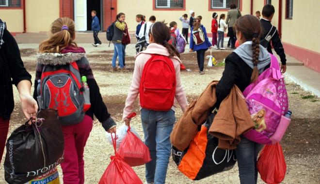 Foto: Primăria Constanţa începe distribuirea pachetelor pentru copii. IATĂ DISTRIBUIREA PE UNITĂŢI DE ÎNVĂŢĂMÂNT