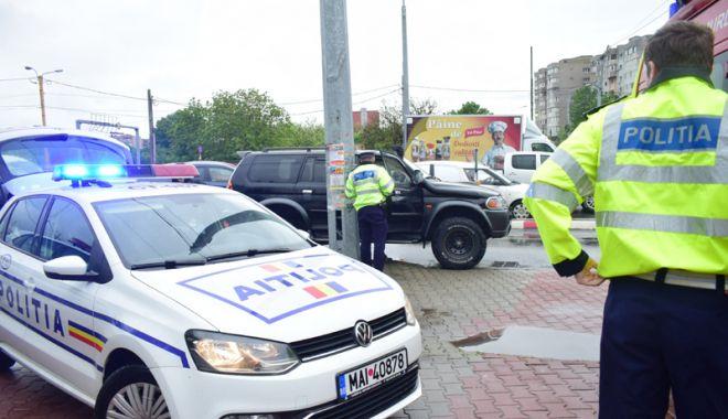 Foto: Dosare penale pentru un şofer de ocazie şi o şoferiţă din Constanţa