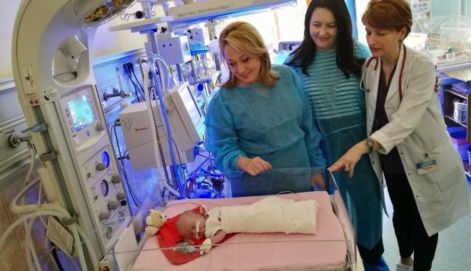 """Foto: """"Salvaţi Copiii"""" continuă dotarea secţiilor de neonatologie cu aparatură medicală"""