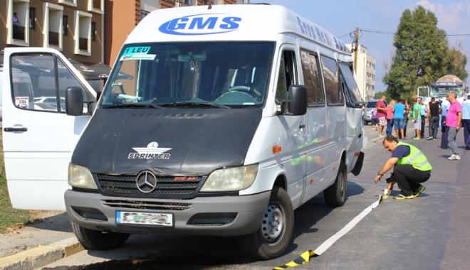 Foto: Două microbuze, implicate în accidente cu victime la Constanţa