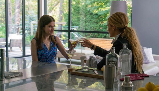"""Foto: Două actriţe  şi """"O simplă favoare"""",  la Cityplex Constanţa"""