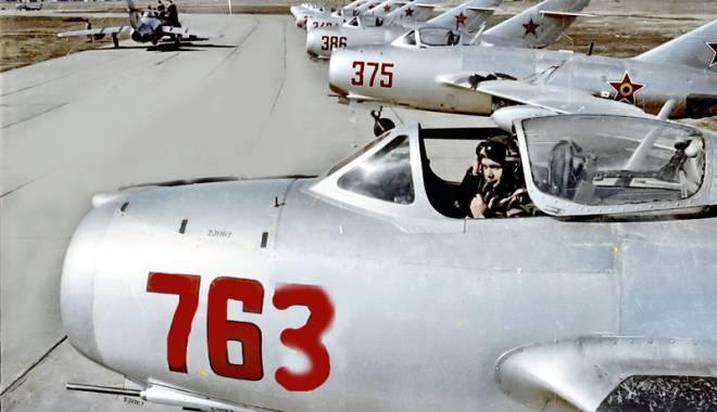Foto: Dublă catastrofă: două avioane înfipte  în malul Dunării, la Cernavodă