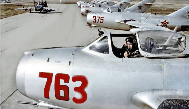 Foto: Dubl� catastrof�: dou� avioane �nfipte  �n malul Dun�rii, la Cernavod�