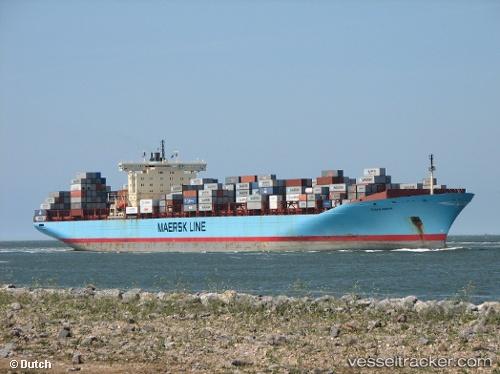 Foto: Două nave au eşuat în Canalul Suez