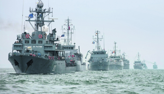 Foto: Două nave militare româneşti intră în gruparea NATO