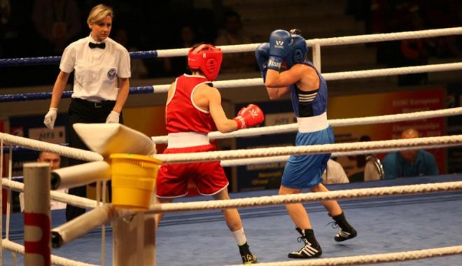 Foto: Dou� titluri na�ionale  pentru Mangalia,  la box feminin