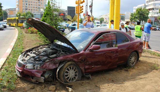 Foto: Două victime într-un accident provocat de un şofer beat