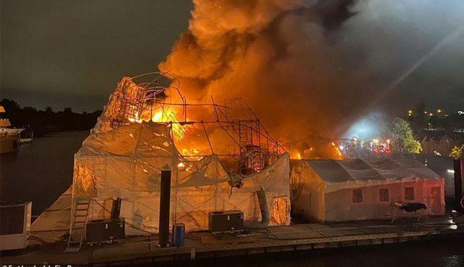 Două yacht-uri de lux, distruse de foc - douyachturideluxdistrusedefoc-1574441294.jpg