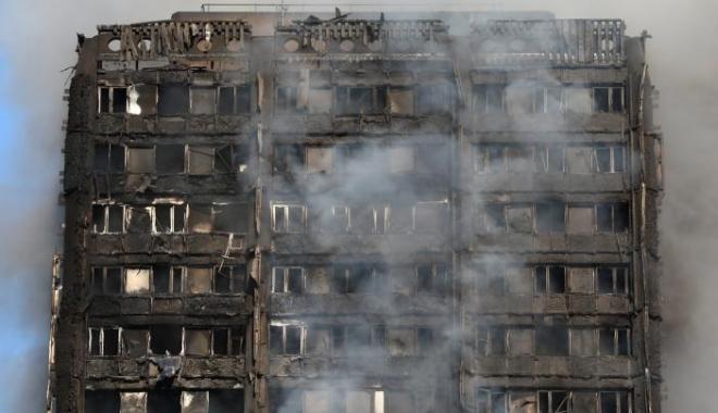 Foto: Galerie foto. Un nou bilanţ al incendiului masiv din Londra: 12 morţi şi peste 70 de răniţi