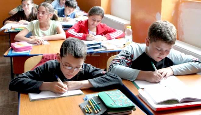 Foto: Dramatic! Elevii constănţeni renunţă la şcoală din cauza sărăciei
