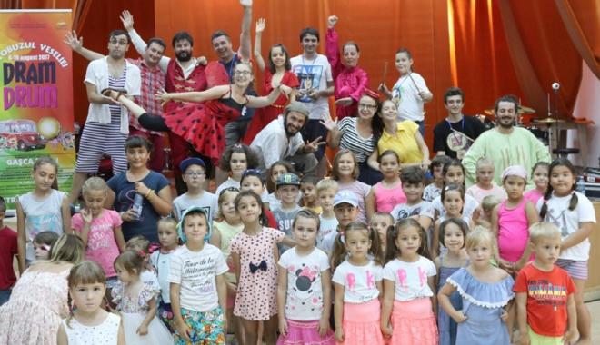 Foto: Copiii din judeţ, impresionaţi de atelierele Autobuzului