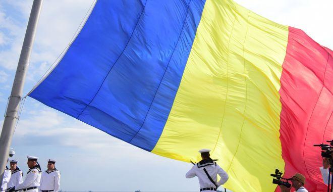Ziua Drapelului Național, celebrată pe faleza Constanței - drapelromania6-1593157086.jpg