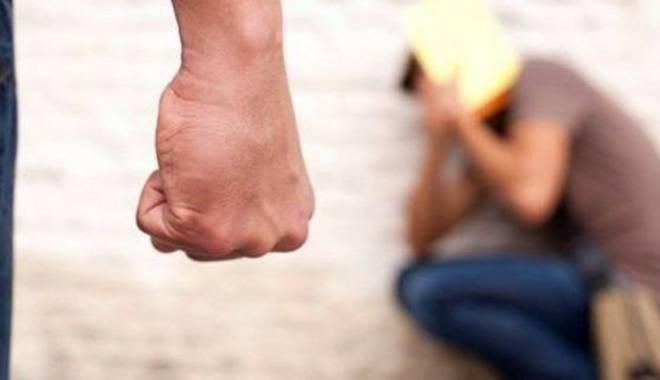 Foto: Dreptate cu pumni într-un liceu  din Constanţa