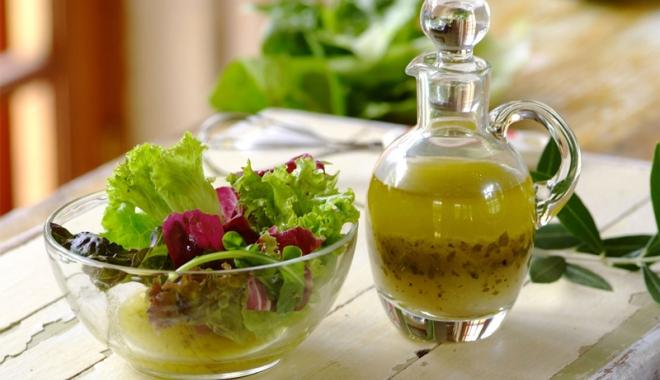 Foto: Dressingul perfect pentru o salată prietenoasă cu silueta